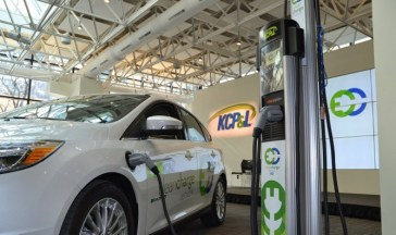 An electric car charging station in KC | Photo courtesy of http://i1.wp.com/evobsession.com/wp-content/uploads/2015/02/KCPL-Clean-Charge.jpg